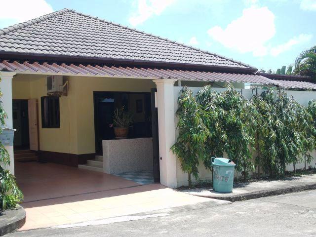 phuket villa phuket immobilien thailand luxusvillen royal marina phuket. Black Bedroom Furniture Sets. Home Design Ideas